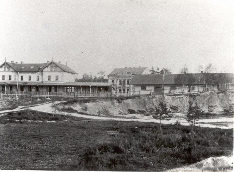 Stavba továrny