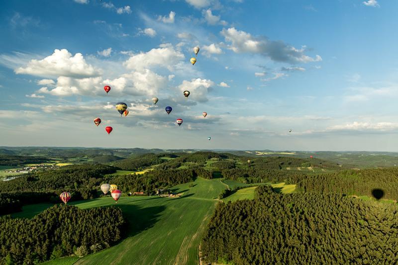 BAART - nebe plné balónů